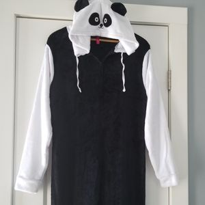 HOTKISS panda bear🐼 onesie!